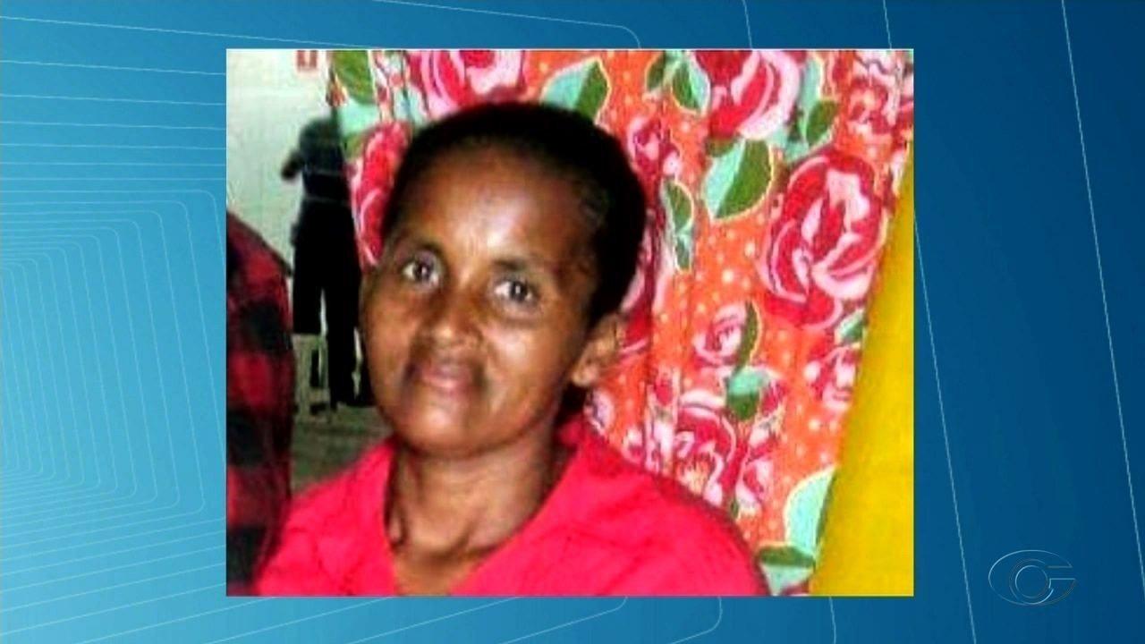 Enterro de mulher que foi atingida por peça de ônibus escolar é marcado por comoção
