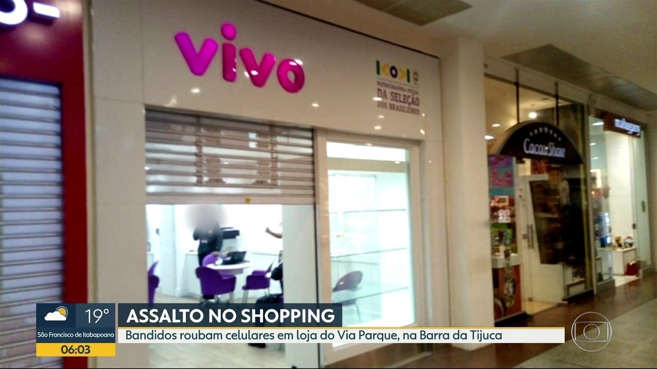 Bandidos roubam loja de celulares e trocam tiros em shopping da Barra da Tijuca