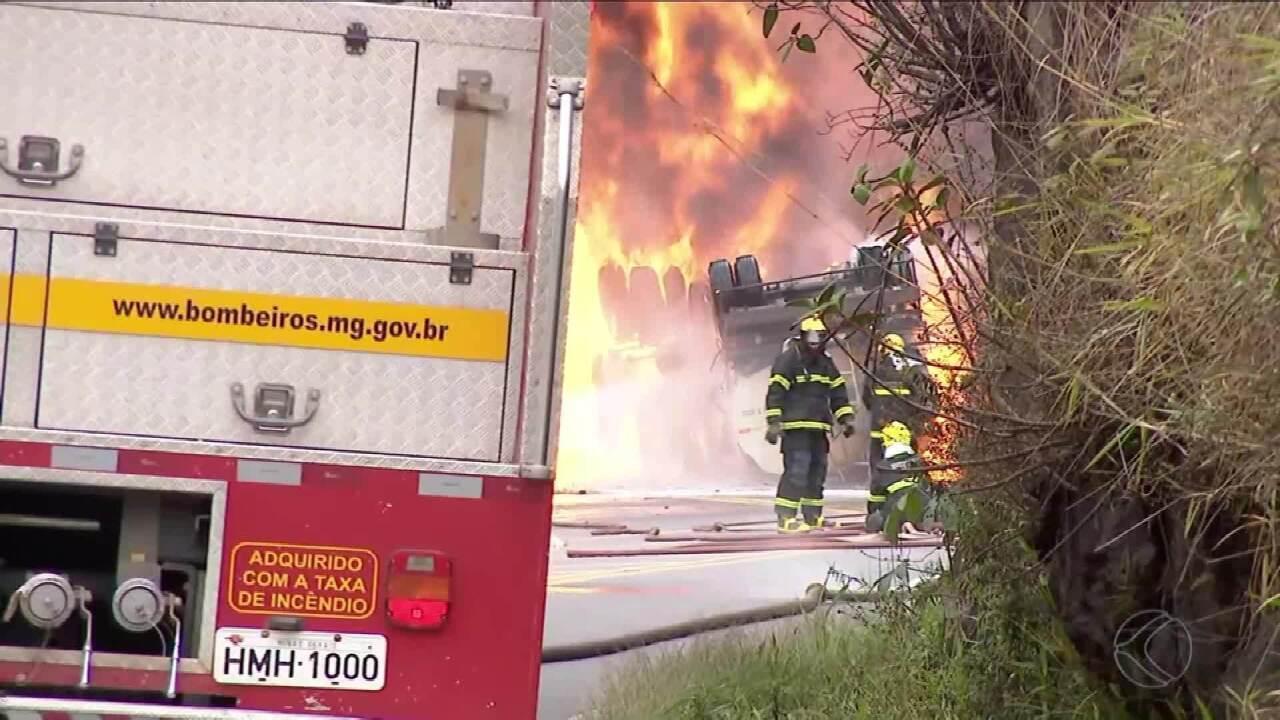 Incêndio em carreta interdita rodovia União Indústria em Juiz de Fora