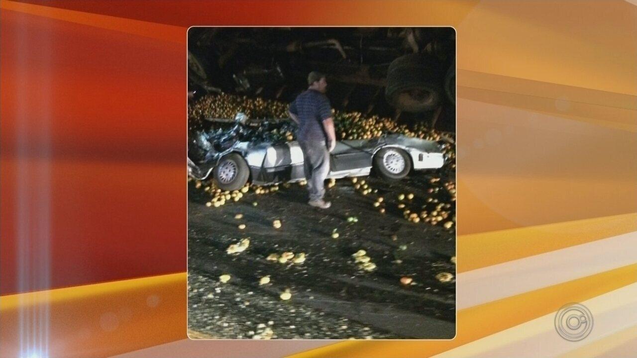 Três pessoas da mesma família morrem em acidente envolvendo um caminhão e dois carros em Arealva
