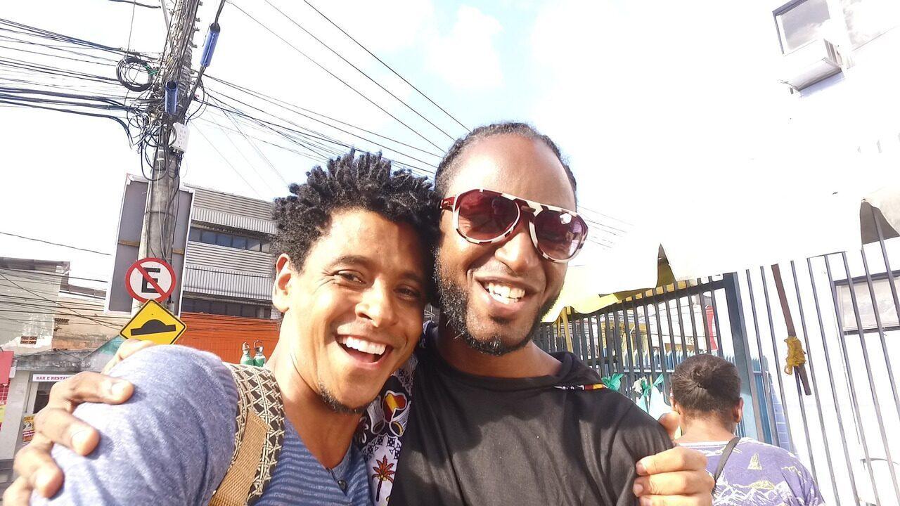 O 'Vumbora' visita o bairro de Pernambués com o músico Negro Davi