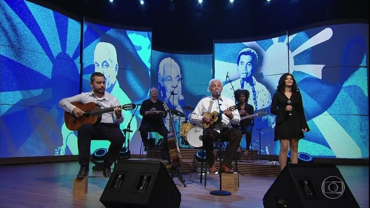 Paulinho e seus filhos cantam 'Coração Leviano'
