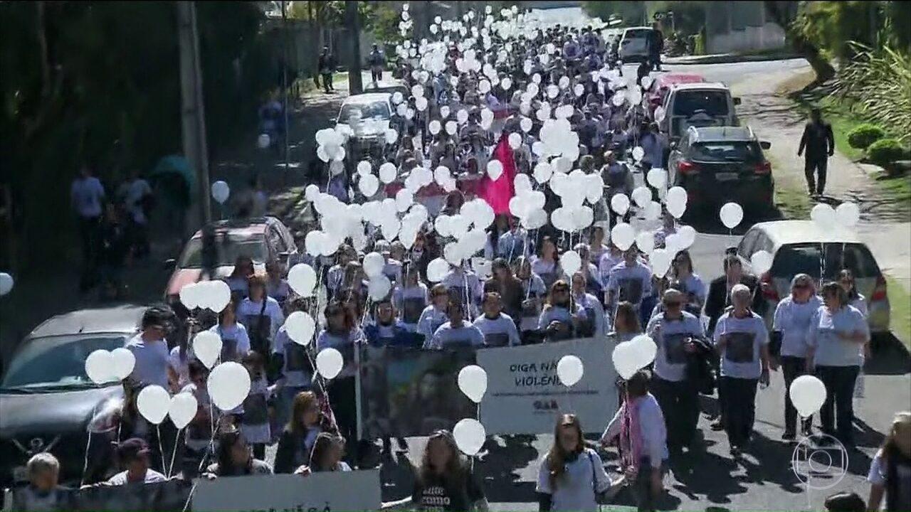 Parentes e amigos de advogada morta no Paraná prestam homenagem em Curitiba