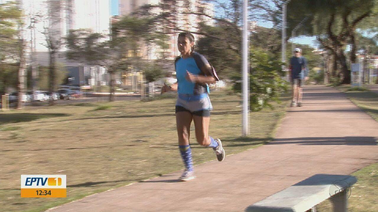 Após ter problema na coluna e colocar prótese, funcionária pública corre meia maratona