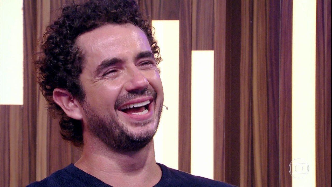 Felipe Andreoli se emociona ao ver show da família