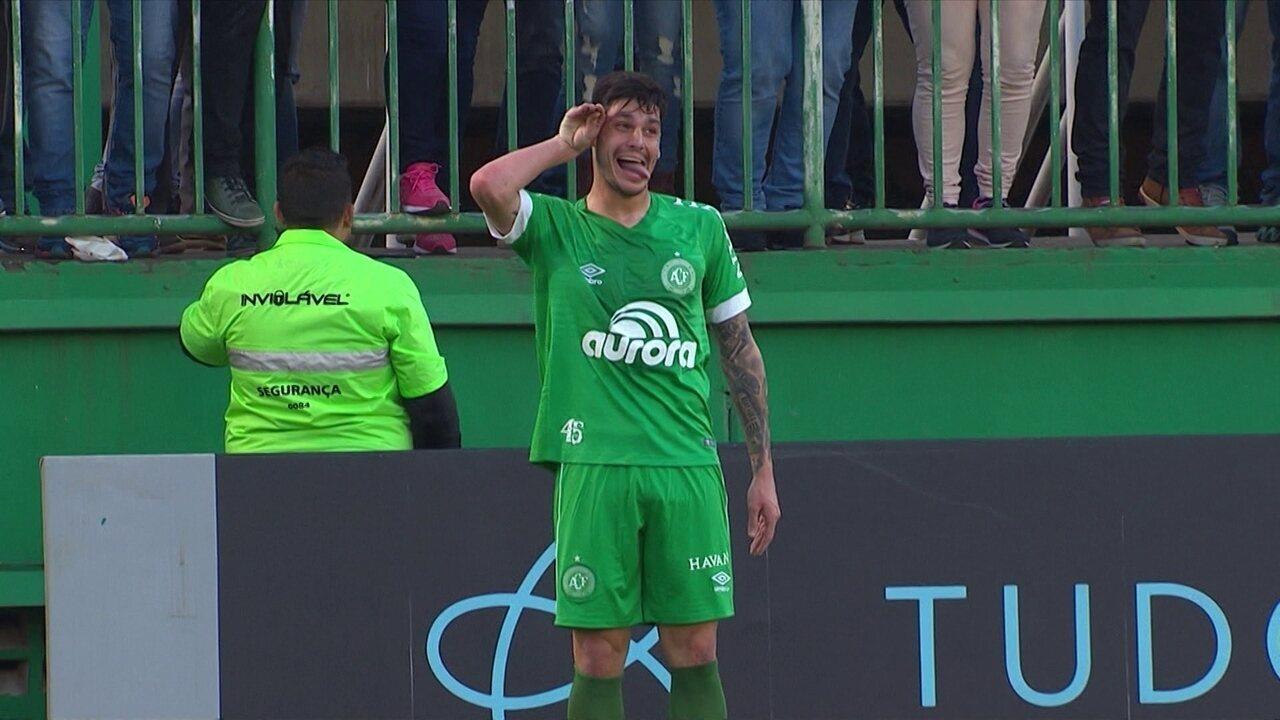 Redação AM: Rafael Henzel narra o gol da virada da Chape contra o Corinthians