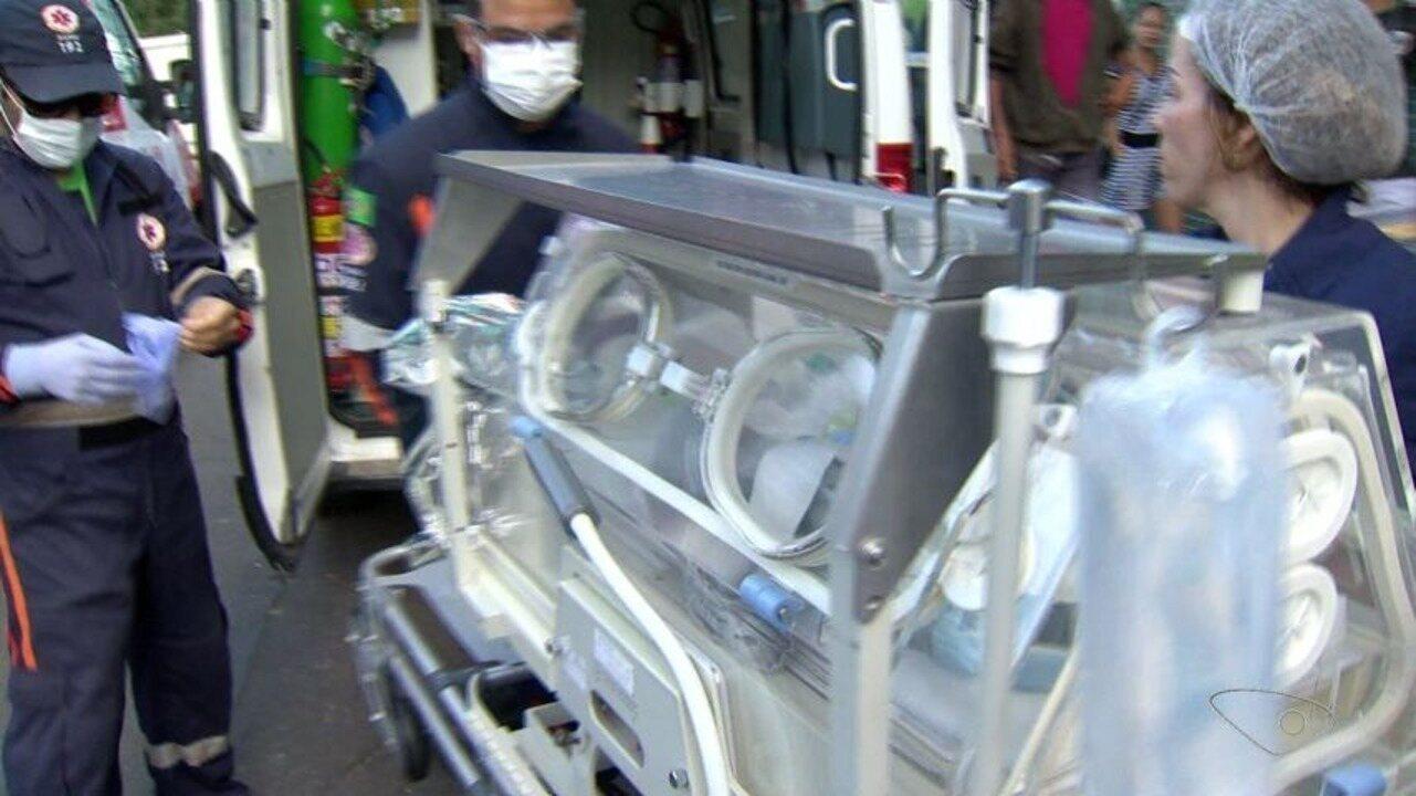 Grávida morre ao ser atingida por bala perdida em casa e bebê é salvo