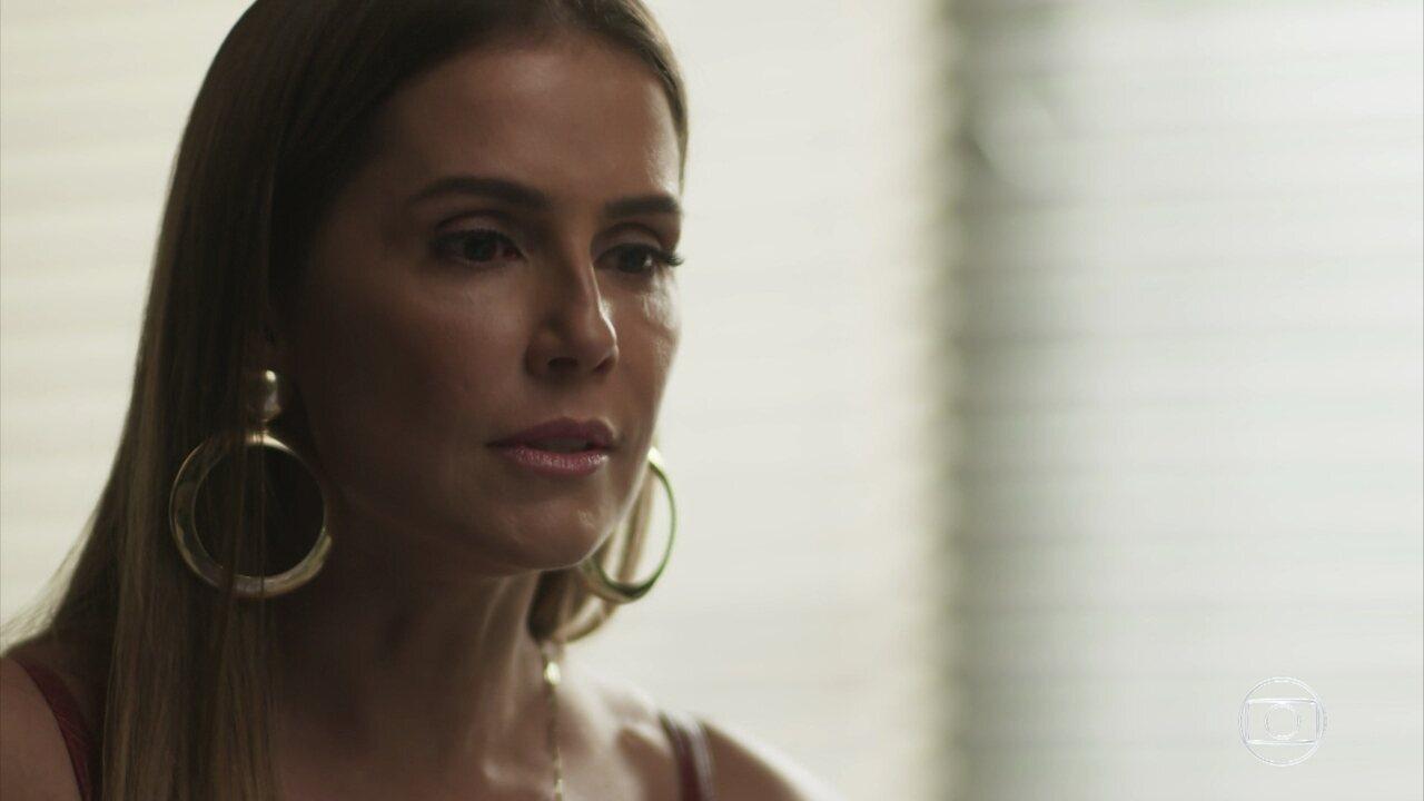 Karola ameaça e dá ultimato em Luzia no hospital