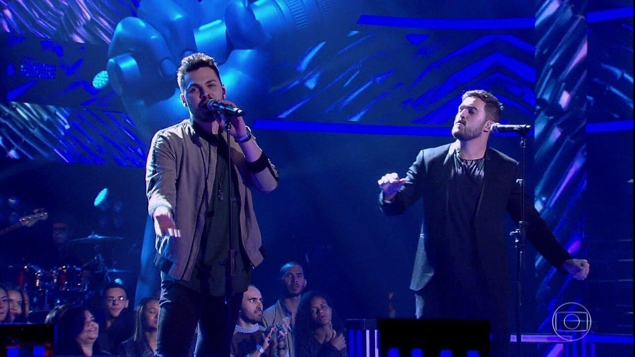"""Cadu Duarte e Ian Alone cantam """"Feeling Good"""""""