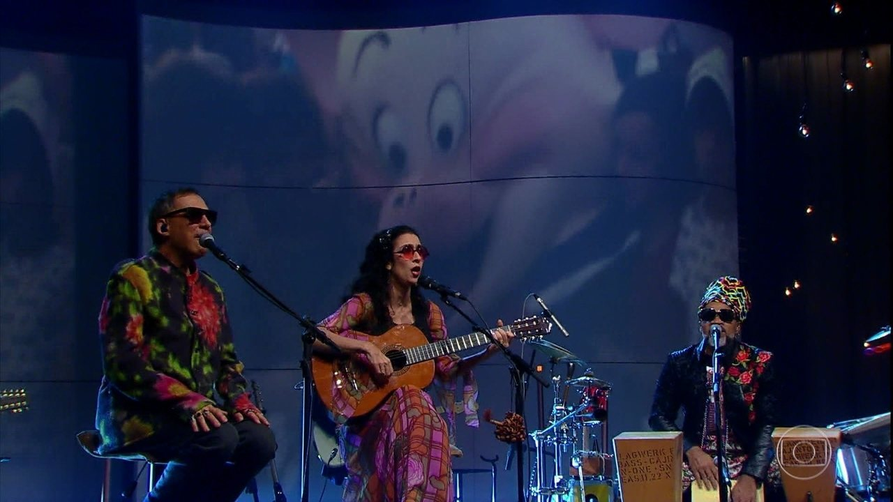 Tribalistas cantam 'Velha Infância'