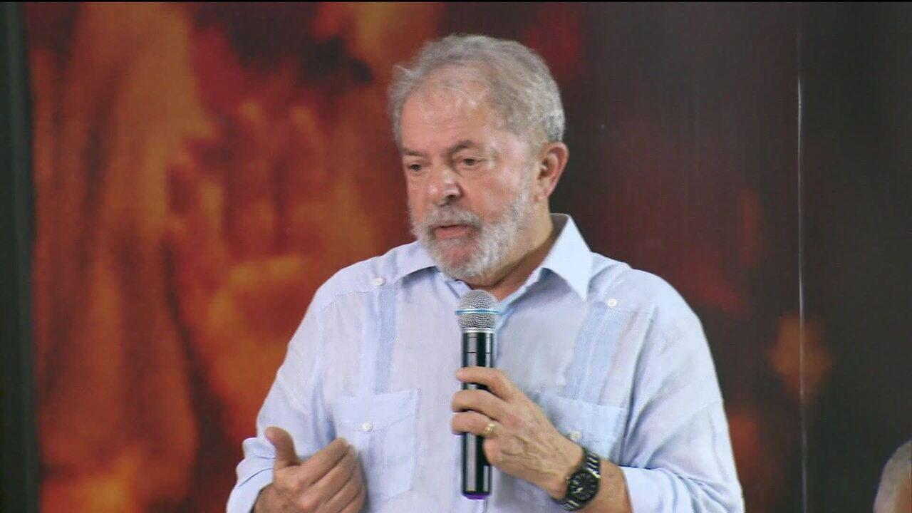 Questionamentos contra Lula ficam com ministro Barroso