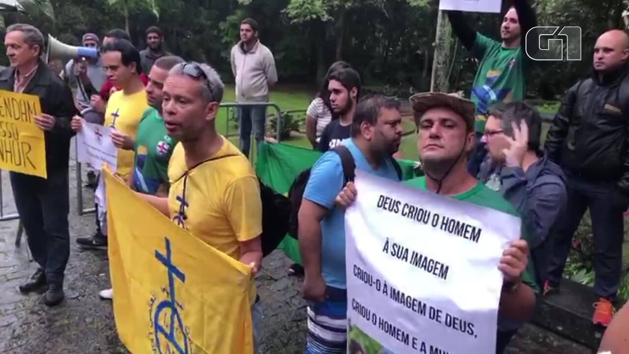 Grupo religioso e ativista LGBT discutem na abertura da mostra Queermuseu no Rio