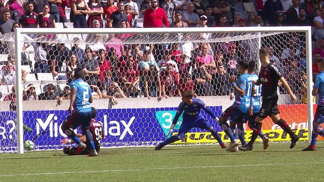 Os melhores momentos de Atlético-PR 3 x 0 Flamengo pela 19ª rodada do Brasileirão