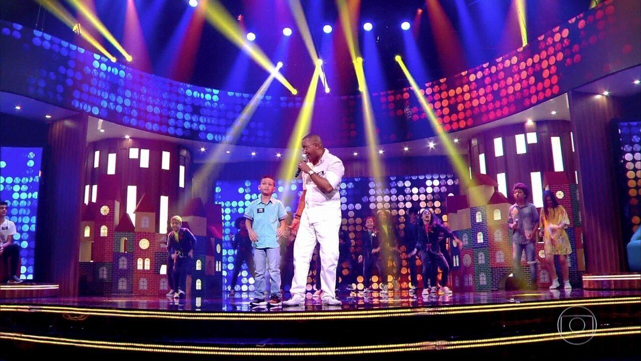 Dudu Nobre e seu filho João cantam no 'Tamanho Família'