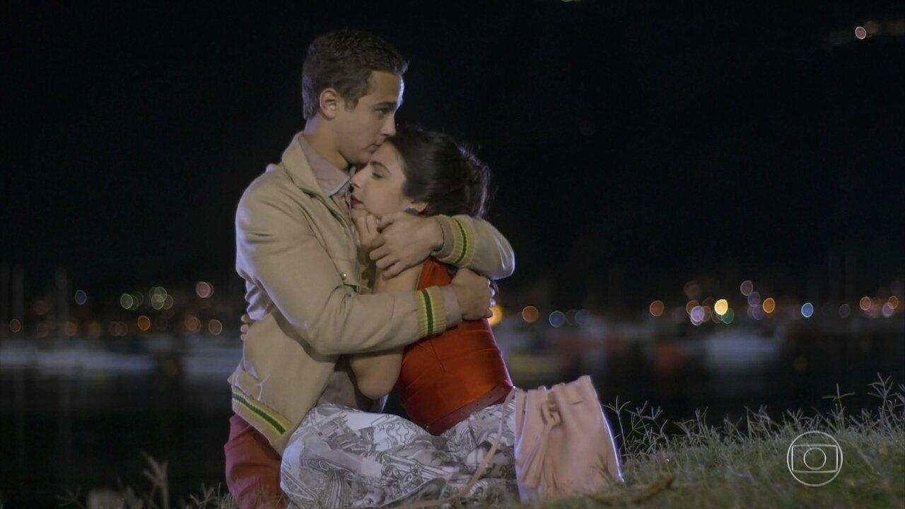 Márcio se declara para Pérola e a pede em namoro
