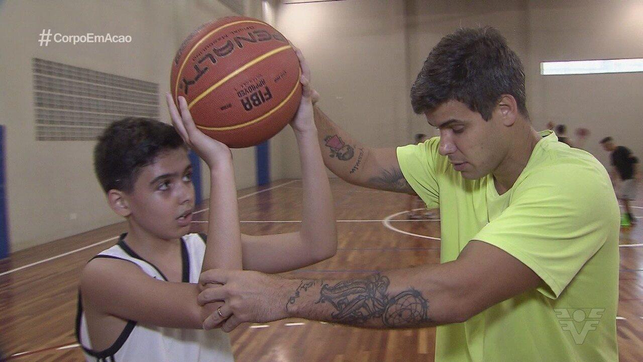 Conheça o lado professor de Caue Rico, armador da equipe de basquete de Santos