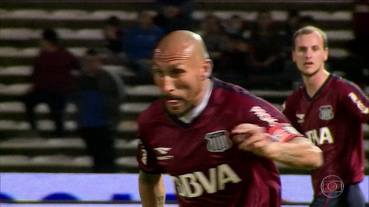 Ainda em atividade, Guiñazu é eleito o melhor volante do Campeonato Argentino