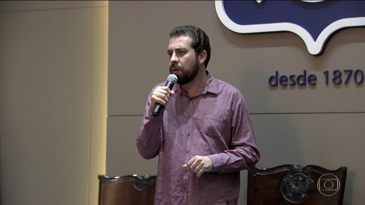 Guilherme Boulos, candidato do Psol, faz campanha em São Paulo