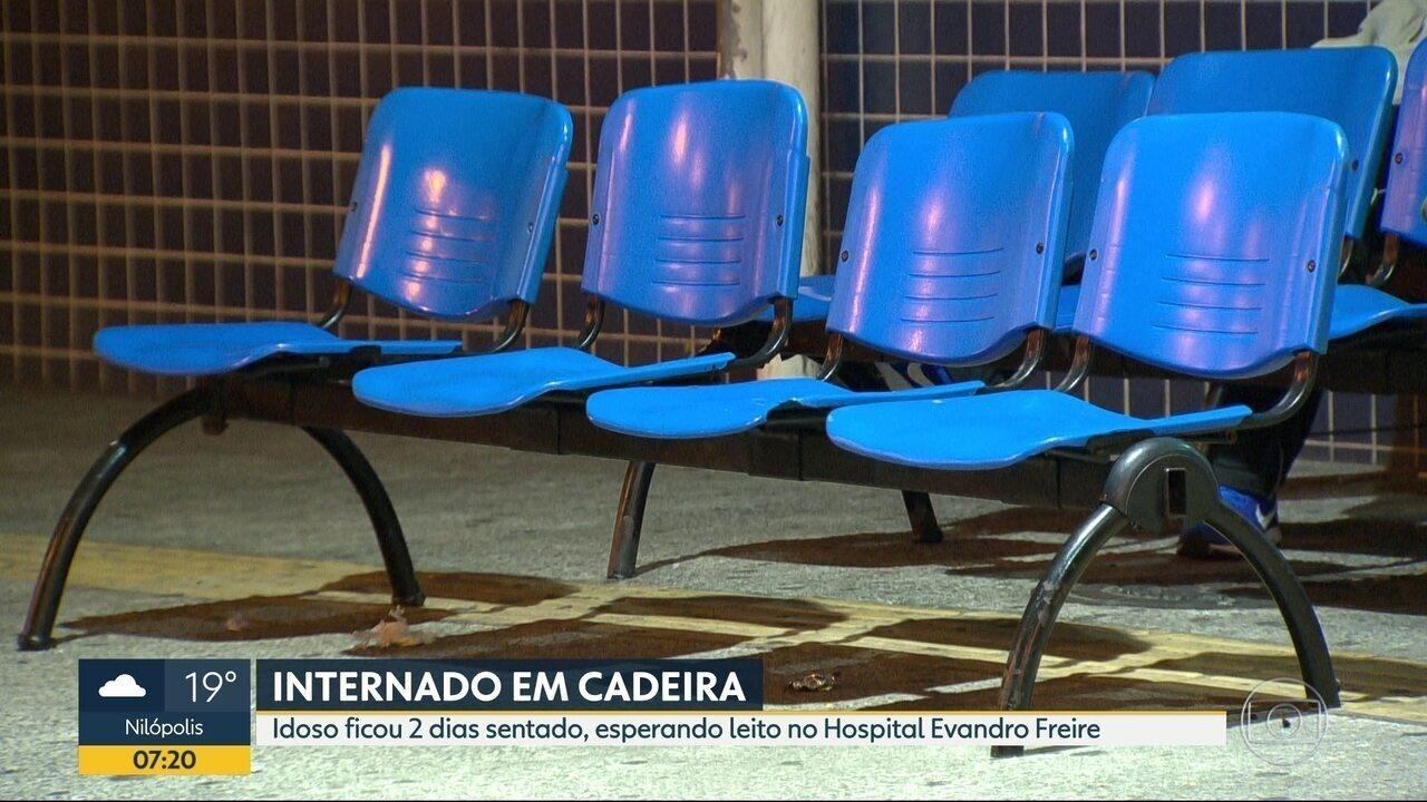 Idoso fica internado em cadeira no Hospital Municipal Evandro Freire