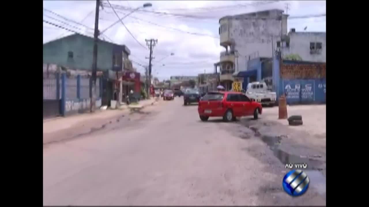 Moradores fecham trecho da rodovia Transcoqueiro, no Una, em Belém