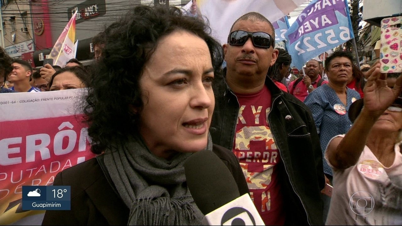 Márcia Tiburi faz campanha em São Gonçalo