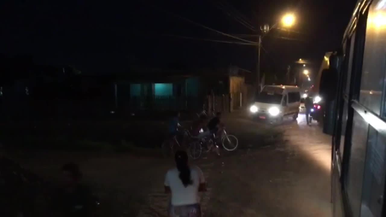 Interdição de parte da avenida causa transtornos a motoristas e pedestres em Porto Velho