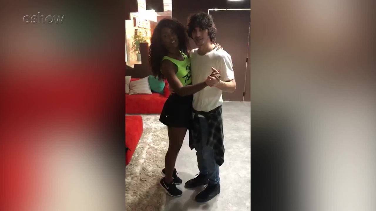 Fiuk e Erika Januzza treinam passos nos bastidores do 'Dança dos Famosos'