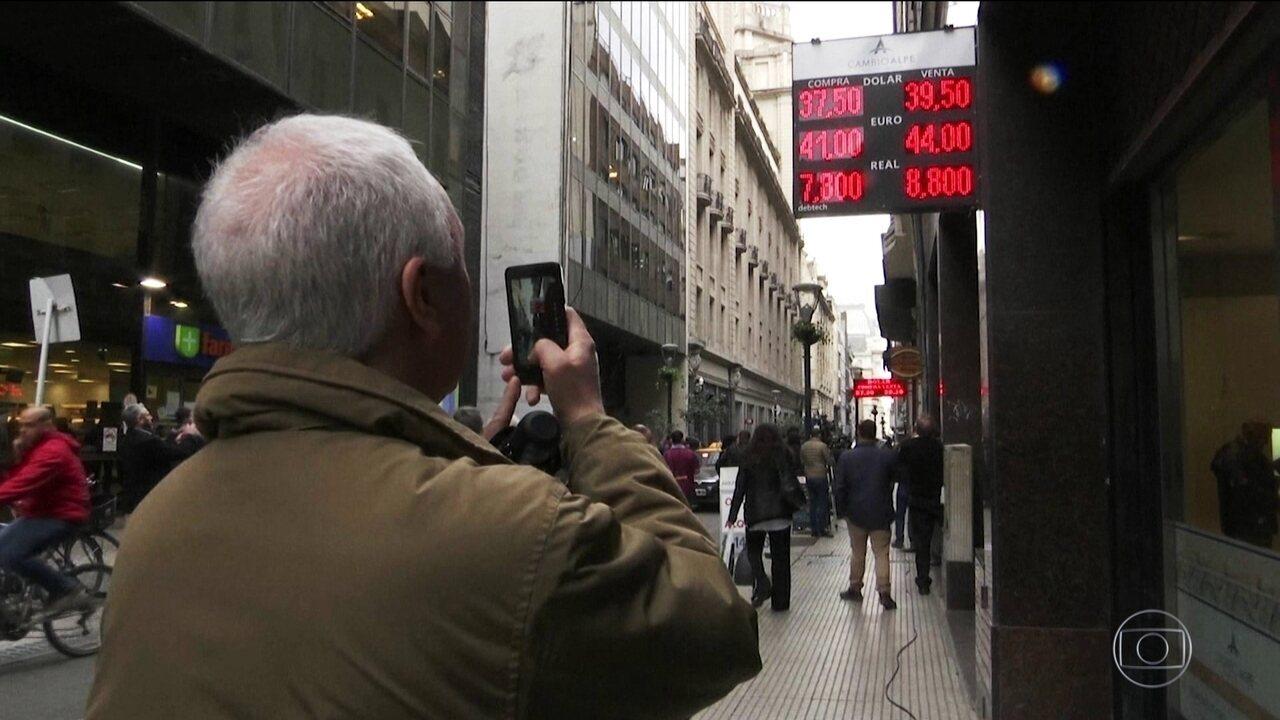 Cotação do peso argentino despenca em relação ao dólar