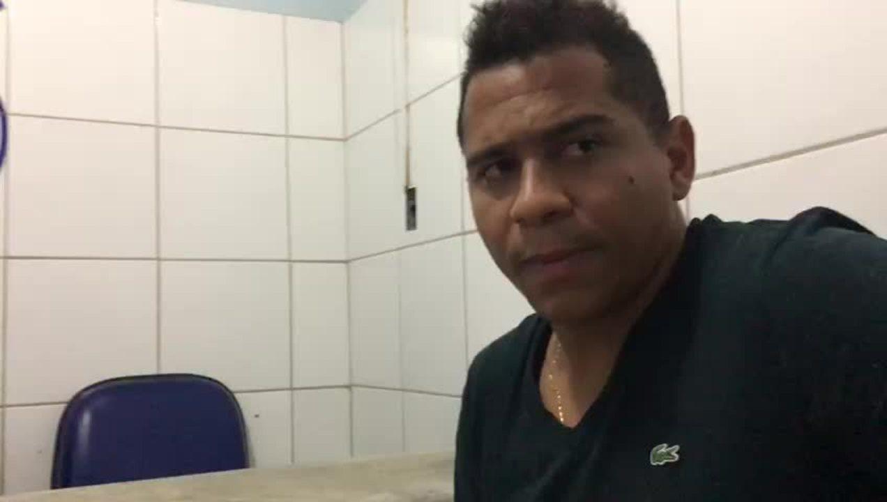Walter tenta explicar à imprensa o motivo da prisão em Maceió