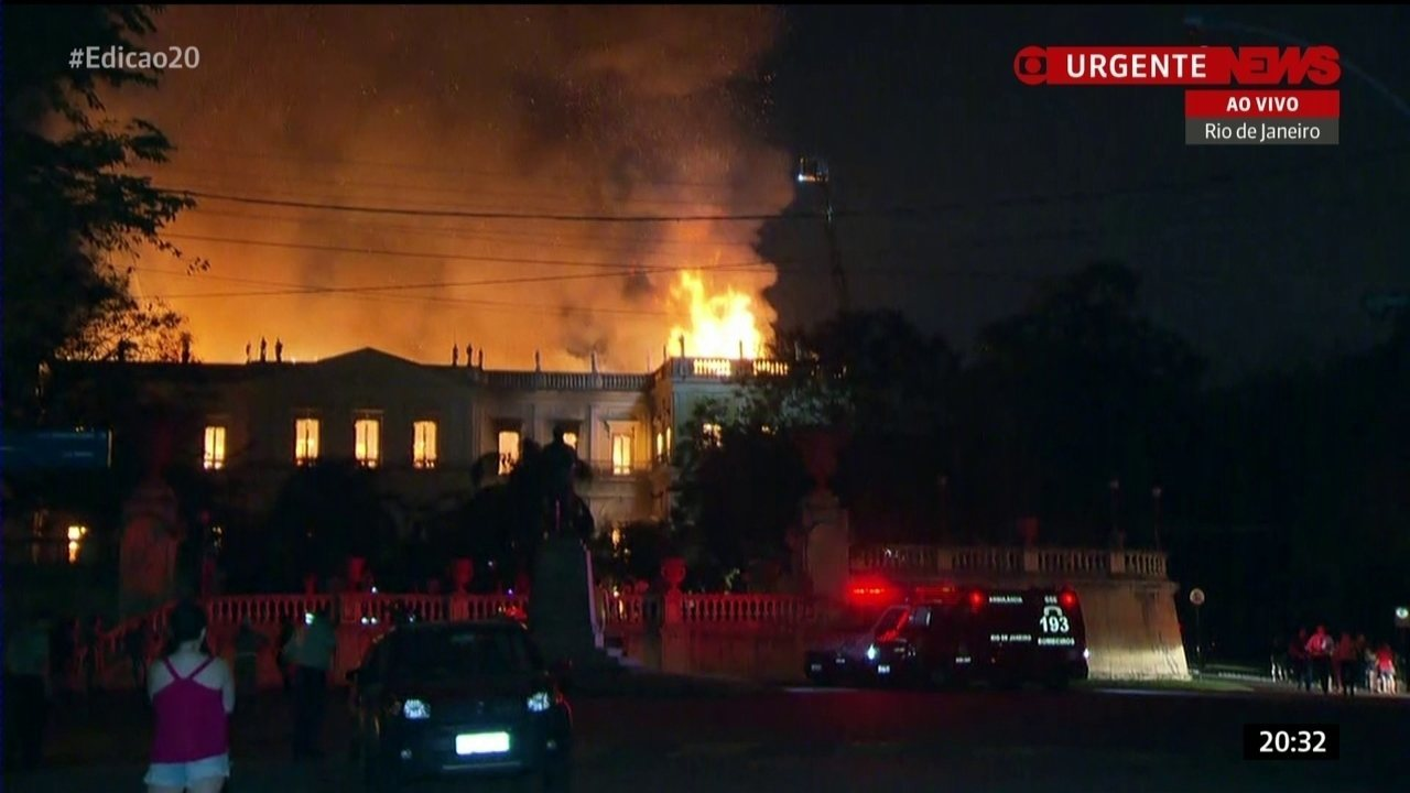 Incêndio de grandes proporções atinge o Museu Nacional, na Quinta da Boa Vista