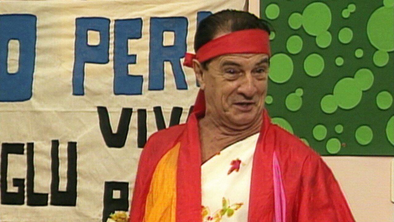 Escolinha do Professor Raimundo - Episódio de 06/02/1992 - Cantada de Zé Bonitinho não dá certo. Seu Peru ganha na loteria e alunos espalham cartazes com seu nome. Paulo Cintura põe todos para malhar.