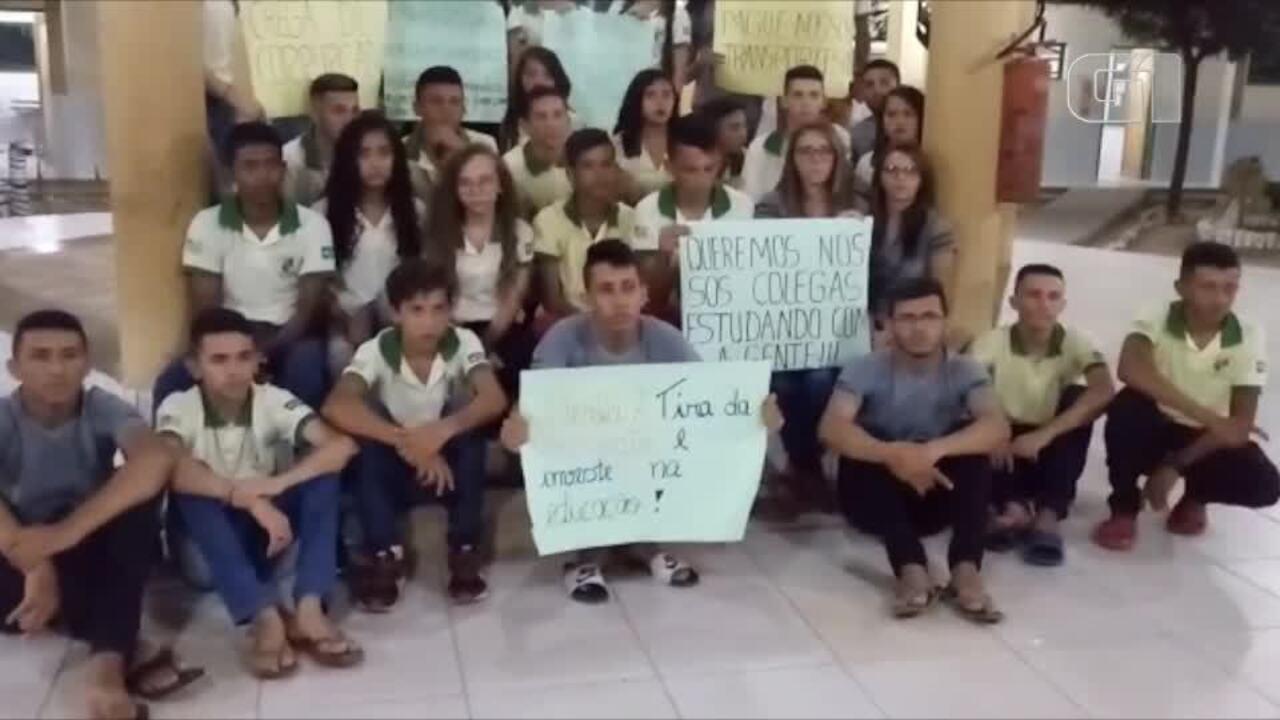 Alunos fazem greve de aula por falta de transporte em Lagoa do Barro do Piauí