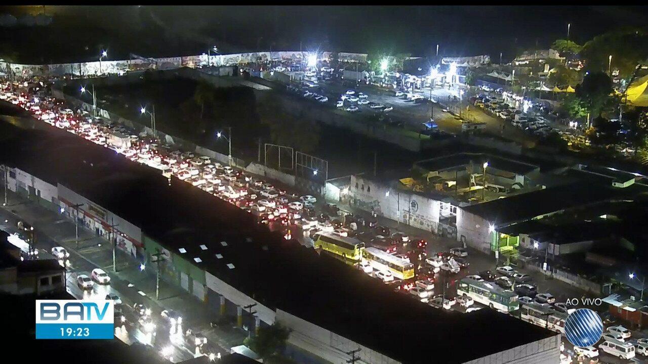 Feriado: movimento de saída da capital baiana é intenso na rodoviária e no ferry boat