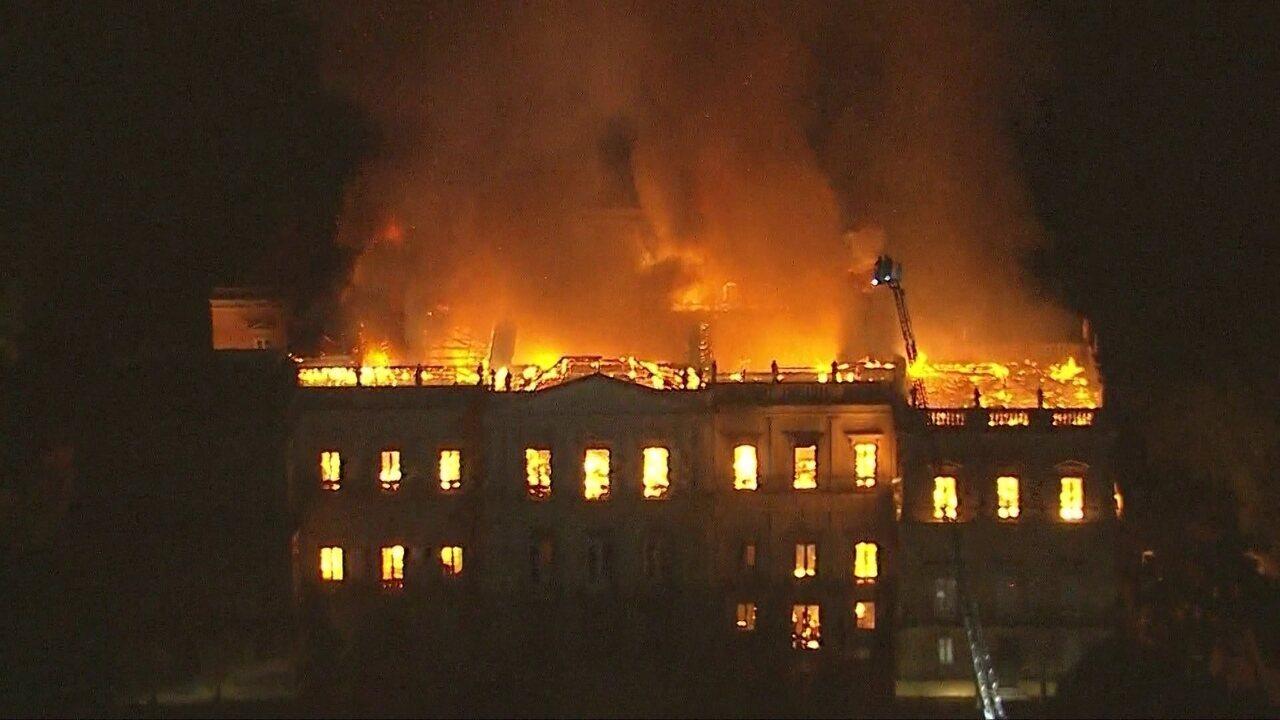 Veja no RJ2: peritos da PF identificam onde começou o fogo no Museu Nacional