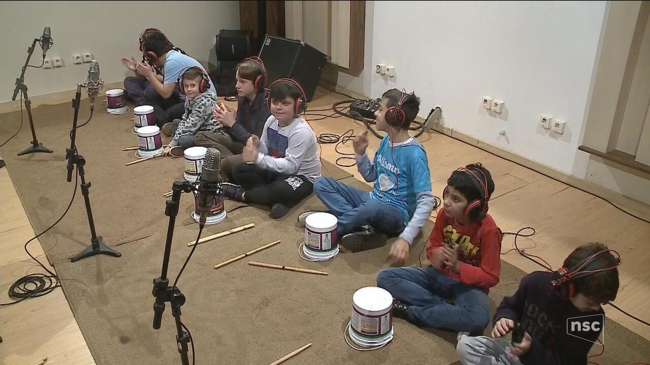 Projeto ajuda a melhorar a qualidade de vida de crianças com autismo através da música