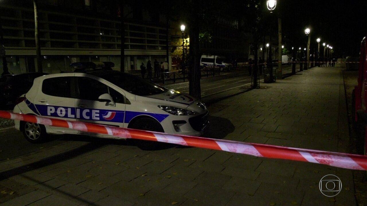 Homem é preso depois de esfaquear sete pessoas em Paris