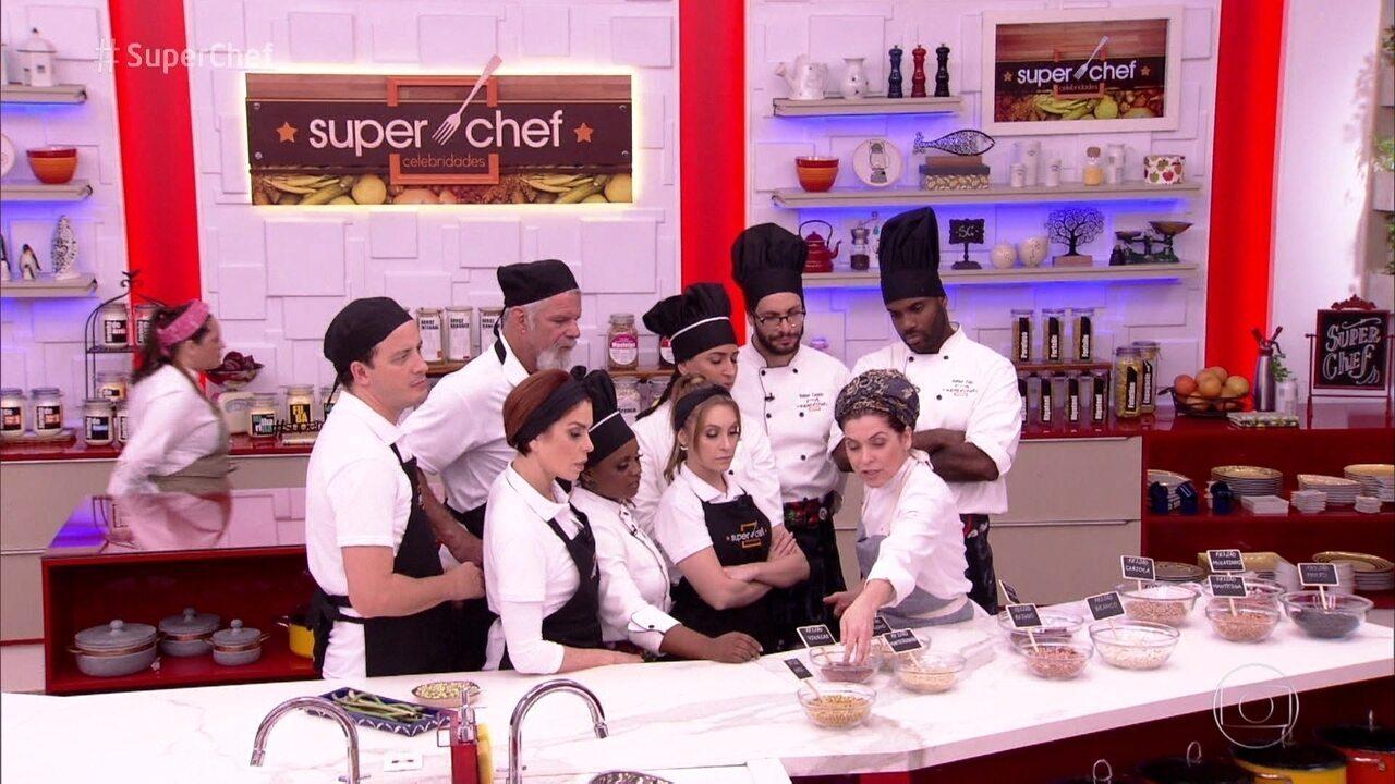 Flavia Quaresma dá aula sobre feijões e prepara receitas no 'Super Chef'