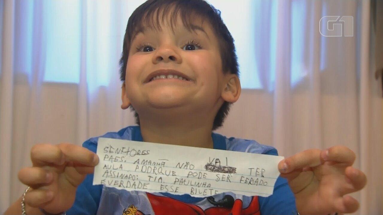 'Todo mundo me pede bilhete', diz menino que viralizou na web após tentar 'fugir' da aula