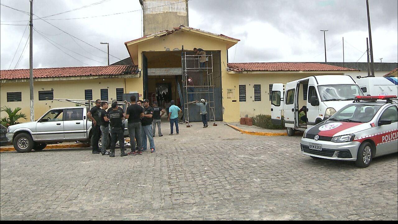 Grupo é preso suspeito de ajudar na fuga de mais de 90 detentos do PB1, em João Pessoa