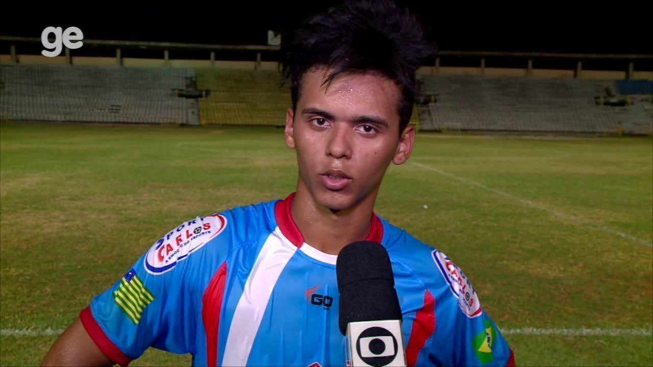 """Thiago Mota se atrapalha na hora da entrevista: """"Se fosse um ponto, dois pontos"""""""