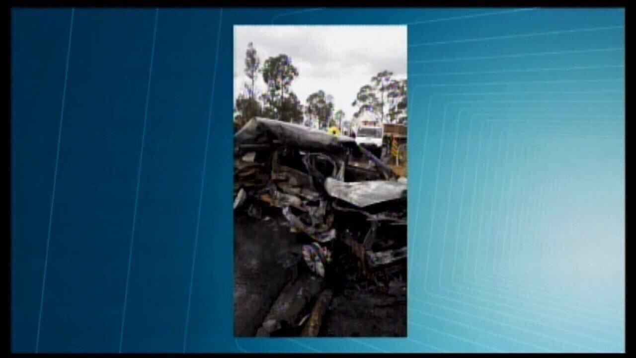 Motorista morre carbonizado em acidente na BR-262 próximo ao trevo de Campos Altos