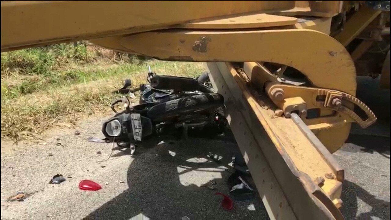 Motociclista morre ao colidir com máquina em Matinhas