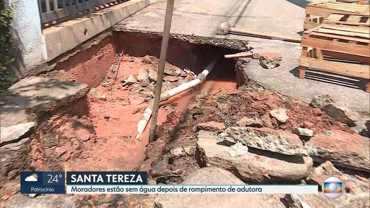 Adutora da Copasa se rompe no bairro Santa Tereza em Belo Horizonte