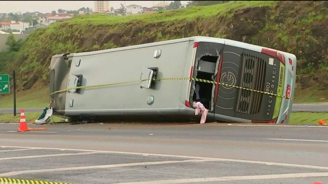 Acidente entre ônibus e caminhão deixa 20 feridos em Tietê, no interior de SP
