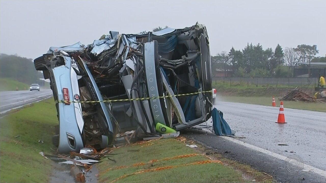Polícia Civil vai investigar causa do acidente entre ônibus e caminhão em Tietê