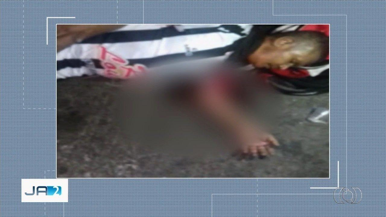 Vídeo mostra como homem teve braço atropelado por ônibus em Goiânia