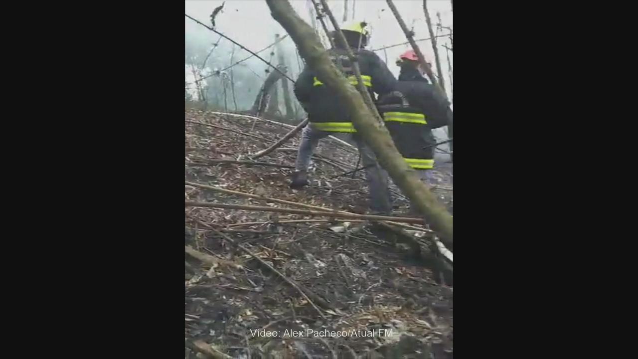 Avião de pequeno porte cai e pega fogo no Oeste de Santa Catarina