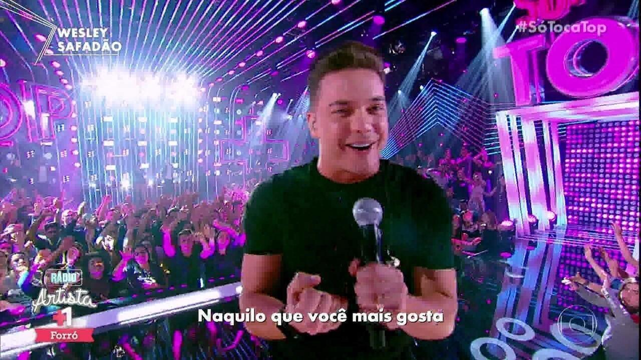 """Wesley Safadão canta """"Só pra castigar"""" durante participação no 'SóTocaTop'"""