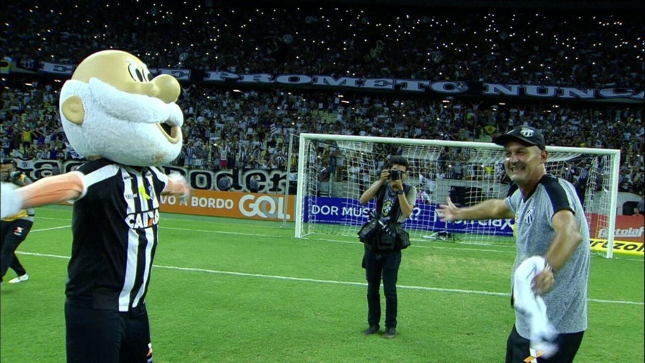 Lisca vibra com vitória do Ceará e vai para os braços da torcida