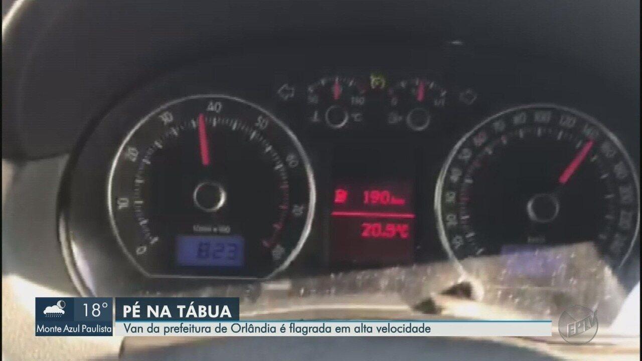 Van escolar da Prefeitura de Orlândia, SP, é flagrada a 160 km/h na Rodovia Anhanguera